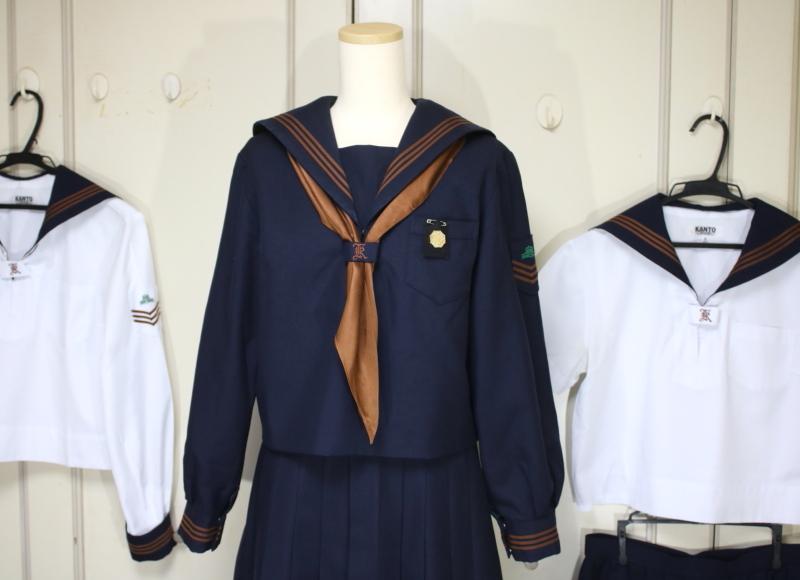 関東国際高等学校のセーラー服を...